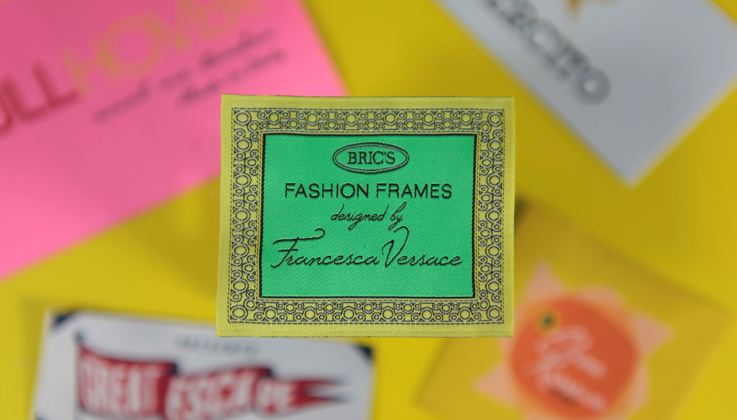 Etichetta Tessuta HDWOVEN LABEL HD PREMIUM 'BRIC'S DESIGNED BY FRANCESCA VERSACE' PREMIUM 'BRIC'S DESIGNED BY FRANCESCA VERSACE'